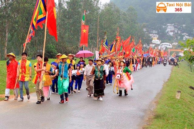 Lễ hội đền Vua Mai